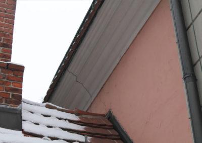 Risse an der Fassade.