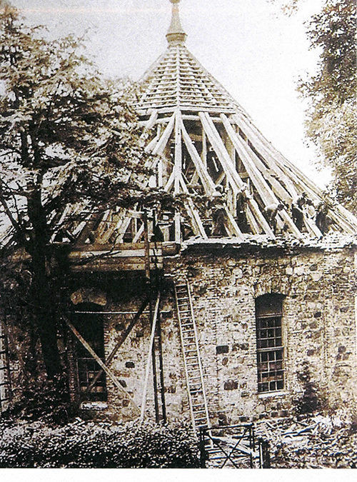 Grundsanierung Alte Dorfkirche: Risse einfach zuspachteln…